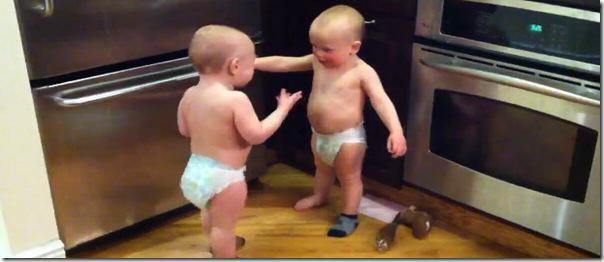 Gêmeos conversando